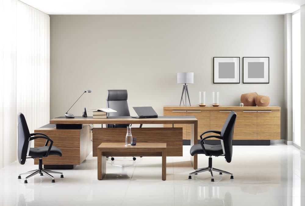 Qué muebles tiene que tener  una oficina